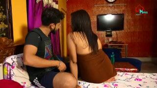 सेक्स की प्यासी मद्रासी चाची को गैर मर्द ने चोद कर बीएफ बनाई